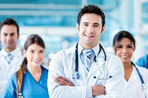 equipe-de-enfermeiros-e-médicos